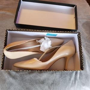 SHOES by Charles David. Size 9.5